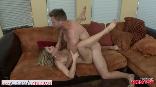 Mature mommy hired a young worker and paid him with passionate fuck