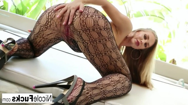Mature nude beauty enjoys hard sex in ripped pantyhose
