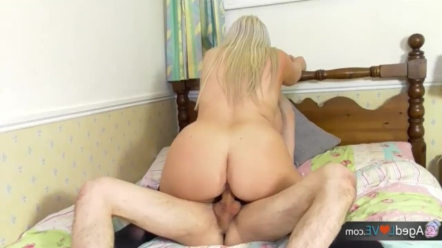 Mature plump milf paid the master for new windows with sex