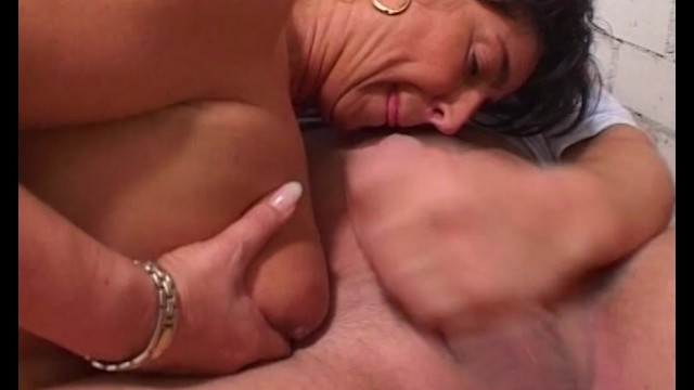 Mature plump wife proved that experience in sex solves all