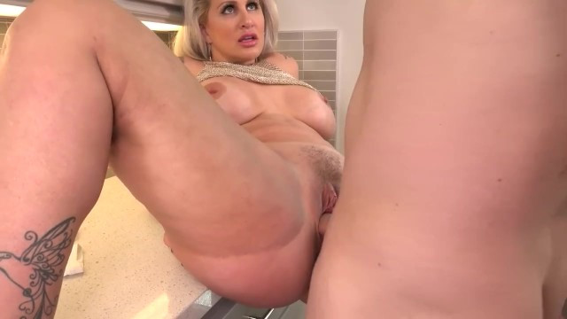 Mature Ryan Conner wants to fuck like a slut and tries anal with a man on the table