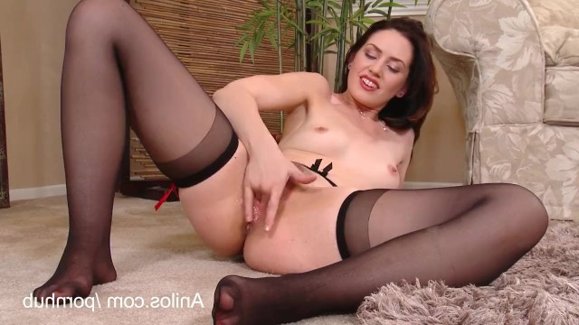 Mature Sarah Shevon needs only a few cool pussy toys to squirt
