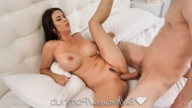 Mature woman found a young man with a big cock and passionately fucks