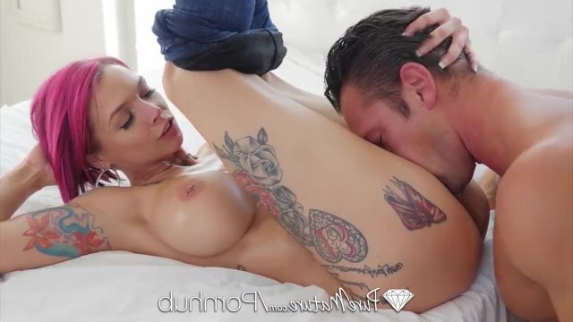 Mega milf Anna Bell Peaks with big tits demented a man and got him into bed