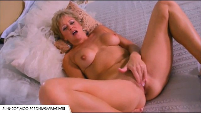 Milf masturbates sweetly to remember past sexual adventures