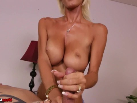 Milf Olivia Blu sat down with her sweet cunt on her client's face for the sake of cunnilingus