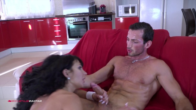 Milf showed the trainer her hairy pussy and got a lesson of hard sex