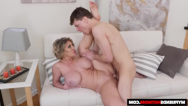 Neighbor boy courted mature milf Dee Williams and was rewarded with fucking