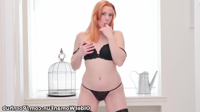 Red mature woman can live without the man daily masturbating pussy