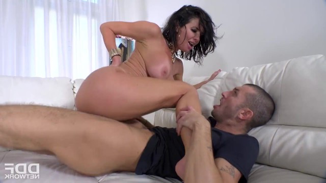 Rich bitch Veronica Avluv behaved rudely with a worker and was fucked