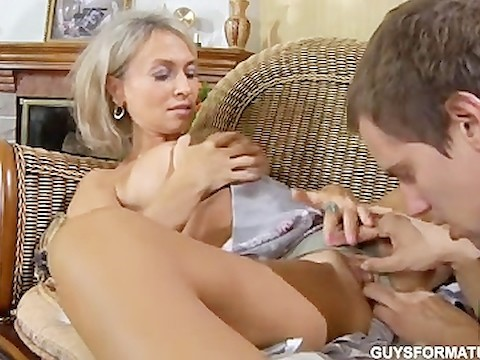 Russian mature massage resulted in sex between blonde cougar and foxy youngster
