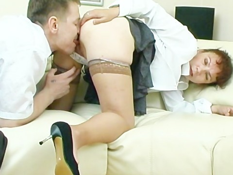 Russian milf agrees to hire the guy only after sex interview