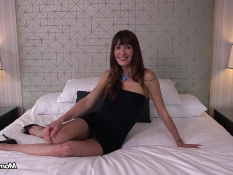 Sexy mature woman came to the casting to have sex and get a great orgasm