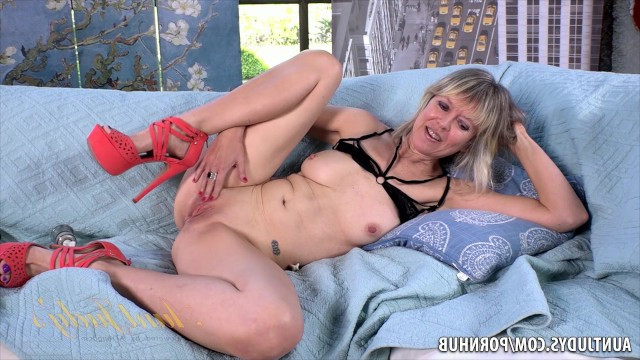 Mature women masturbating up close