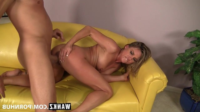 Slim blonde mature Amanda Blow gave vent to her pussy and made a huge debauchery
