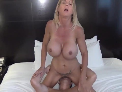 Son told mature mom about his feelings and got oral sex