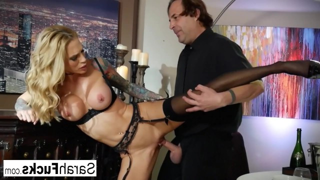 The bartender attracted to a drunk milf, so he fucked her in the restaurant