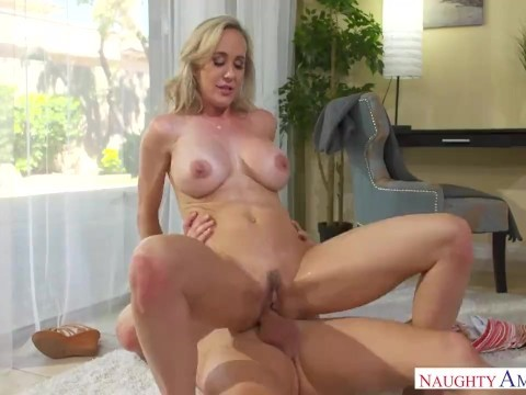 The boy helped blonde thin milf Brandi Love to rest, having crazy sex with her