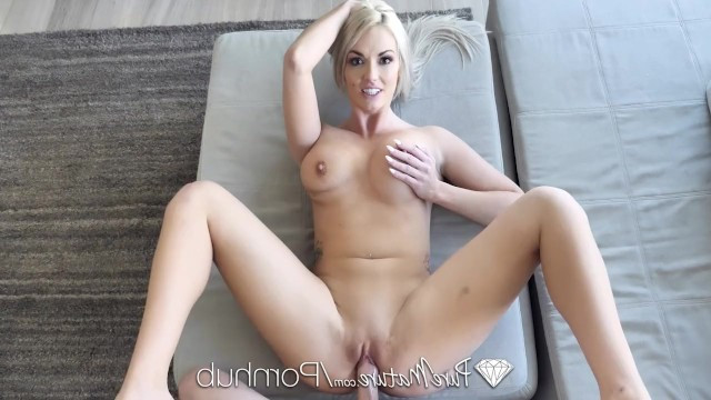 The virgin gave all his savings to the mature blonde and fucked her anal