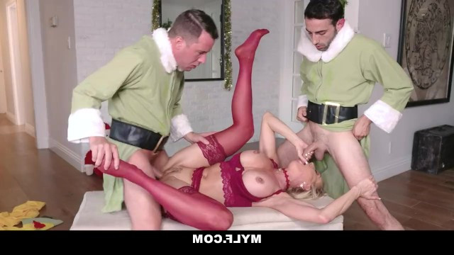 Two stepsons gangbanged a beautiful mommy to wish her a happy new year