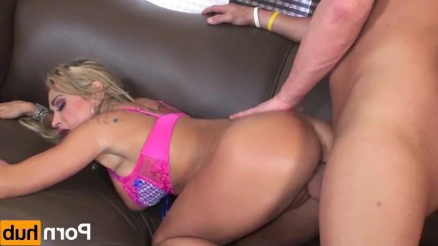 Walking hardcore sex castings has become the main hobby of the mature blonde