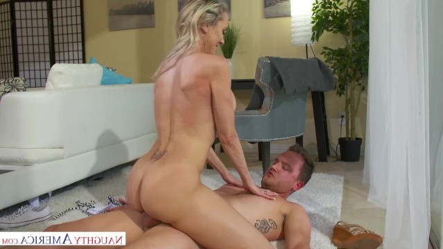 Young gardener fucks the milf Brandi Love because he is tired of messing with flowers